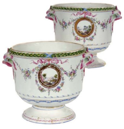 A PAIR OF ITALIAN PORCELAIN CA