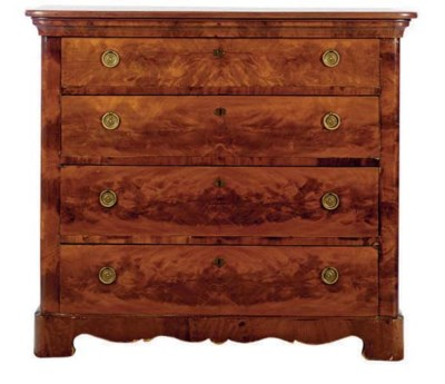 A MAHOGANY CHEST OF DRAWERS,