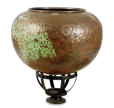 A LARGE COPPER POT ON STAND,