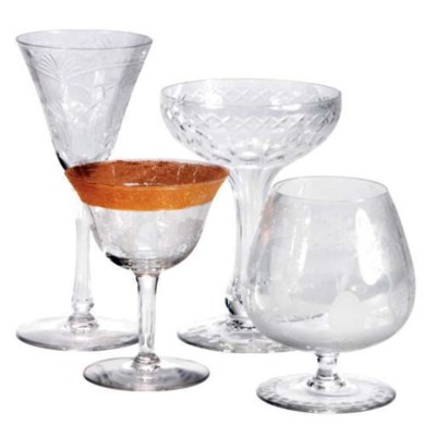 A GROUP OF ASSORTED GLASS DRIN