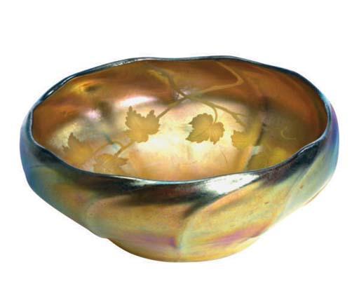 AN AMERICAN FAVRILE GLASS BOWL
