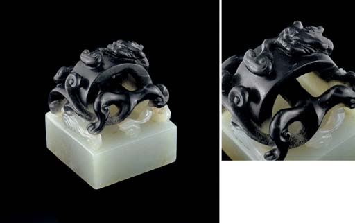 A FINELY CARVED BLACK AND WHIT