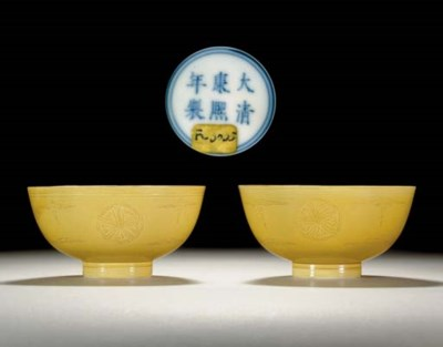 A PAIR OF YELLOW-GLAZED INCISE