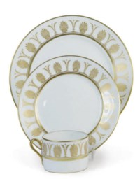 AN ITALIAN PORCELAIN PART DINNER SERVICE,