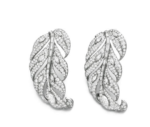 A PAIR OF DIAMOND FEATHER CLIP BROOCHES, BY VAN CLEEF & ARPELS