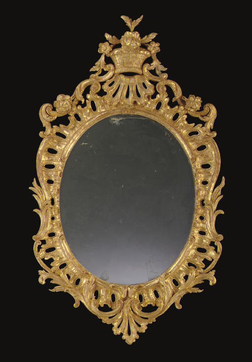 AN ENGLISH GILTWOOD MIRROR