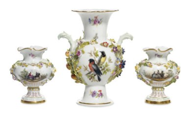 THREE SMALL MEISSEN FLOWER-ENC