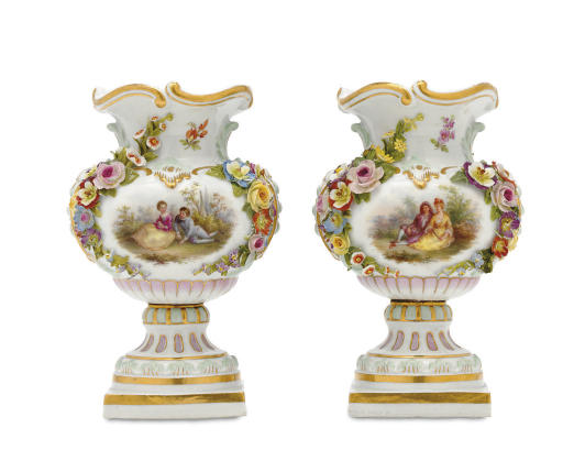 A SMALL PAIR OF MEISSEN FLOWER