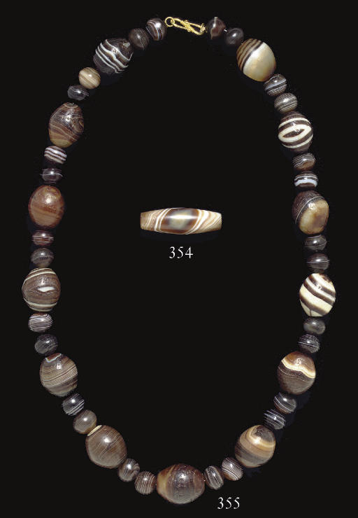 A WESTERN ASIATIC BANDED AGATE
