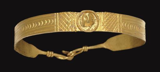 A ROMAN GOLD CHILD'S BRACELET