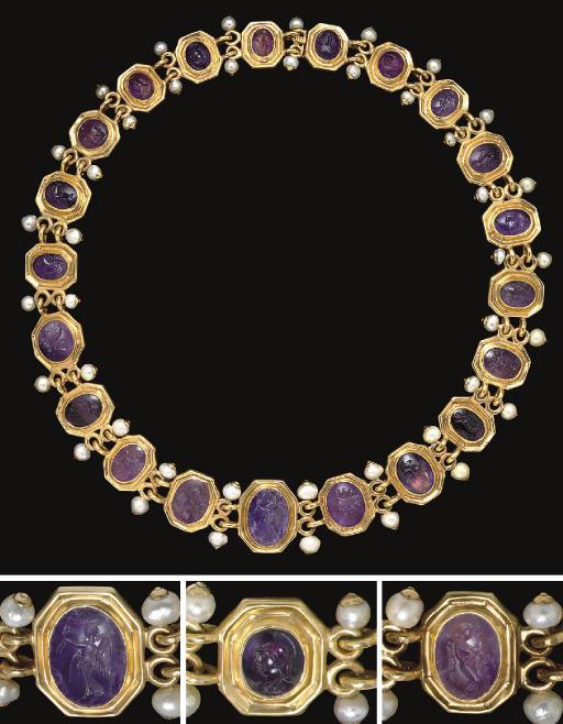 A NECKLACE OF TWENTY-ONE ROMAN