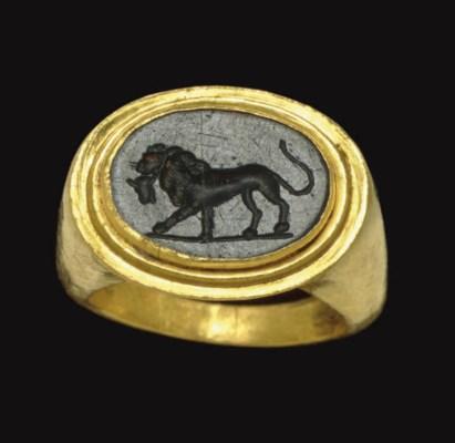 A ROMAN GOLD AND GREEN JASPER