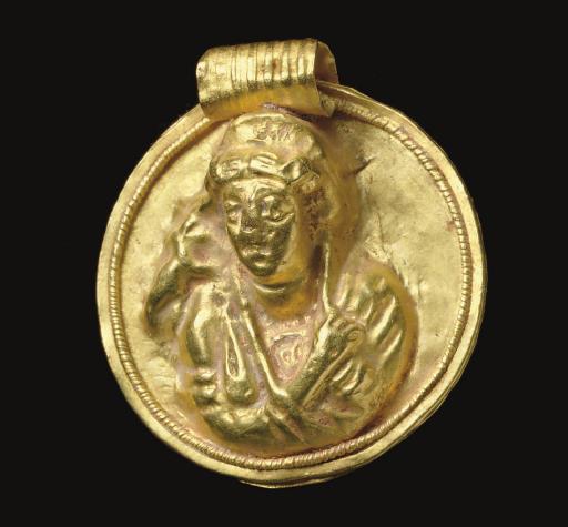 A ROMAN GOLD MEDALLION PENDANT