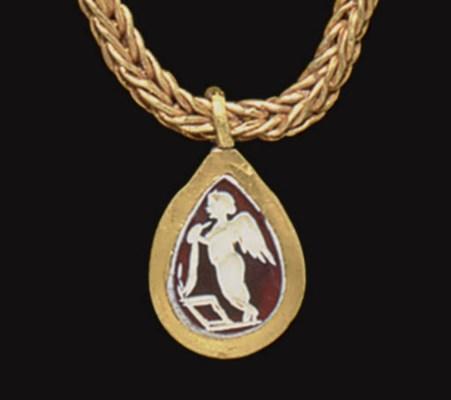 A ROMAN GOLD AND CARNELIAN PEN