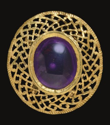 A ROMAN GOLD AND AMETHYST BROO