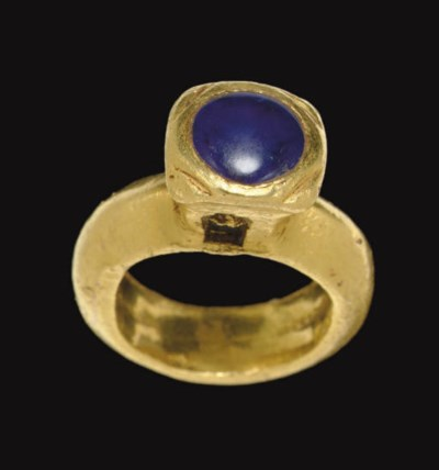 A LATE ROMAN GOLD AND SAPPHIRE