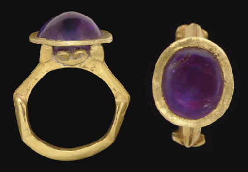 A ROMAN GOLD AND AMETHYST FINGER FING