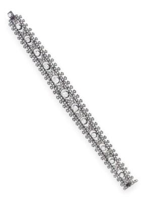 AN ANTIQUE DIAMOND BRACELET