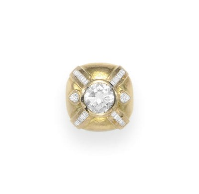 A DIAMOND AND GOLD RING, BY DA