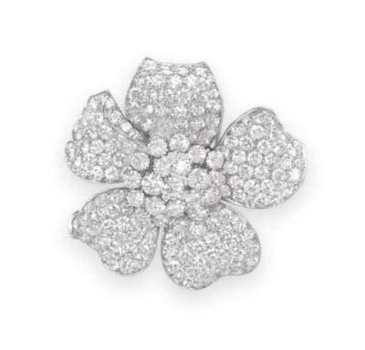 A DIAMOND FLOWER CLIP BROOCH