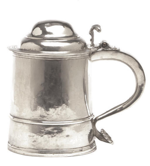 A WILLIAM AND MARY SILVER TANKARD WITH HINGED COVER,