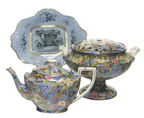 AN ENGLISH PORCELAIN CHINTZ PA