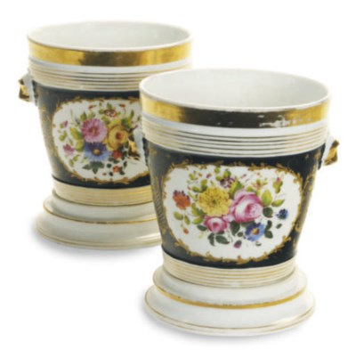 A PAIR OF PARIS PORCELAIN BLAC