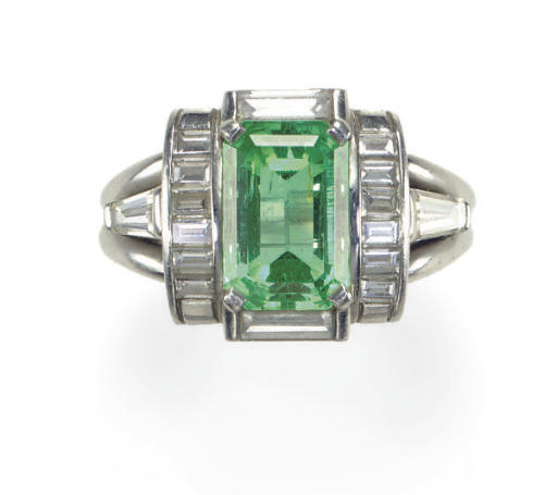AN EMERALD, DIAMOND AND PLATIN