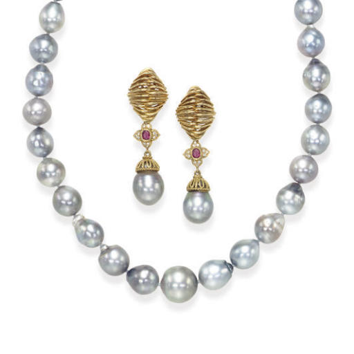 A SET OF GRAY CULTURED PEARL,