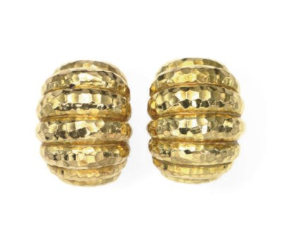 A PAIR OF 18K GOLD EAR CLIPS