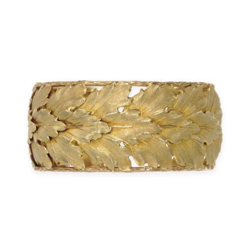 AN 18K GOLD FOLIATE CUFF BRACE