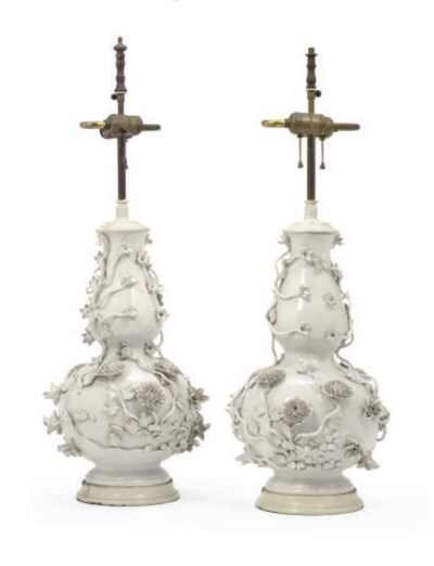 A PAIR OF PORCELAIN DOUBLE-GOU