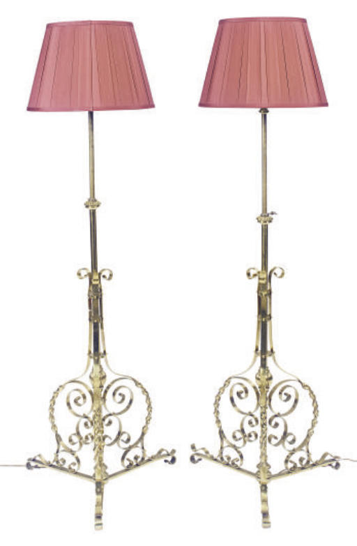 A PAIR OF BRASS FLOOR LAMPS,