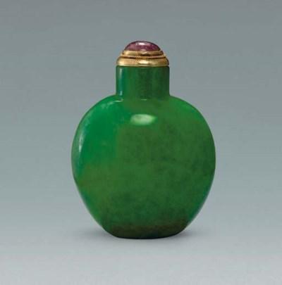 **A GREEN GLASS SNUFF BOTTLE I