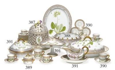 6 Flora Danica teacups and sau