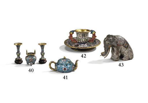 ELEPHANT EN CUIVRE ET EMAUX CL
