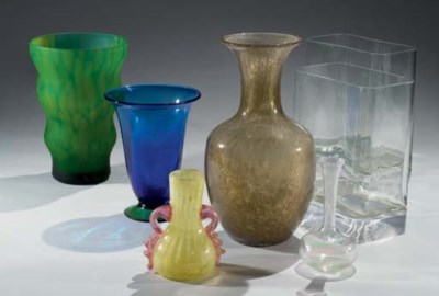 LOT DE SEPT VASES MODERNES