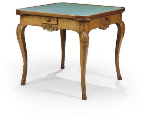 TABLE A JEUX D'EPOQUE REGENCE