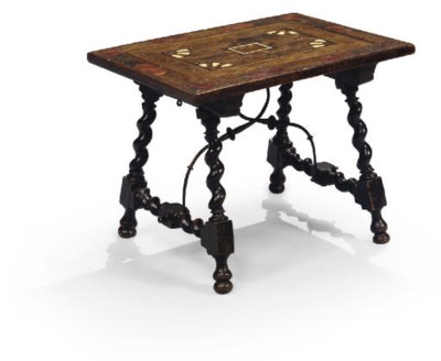 PETITE TABLE DU XVIIEME SIECLE