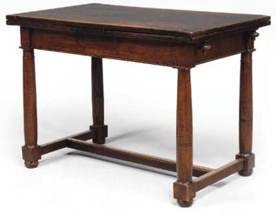 TABLE A L'ITALIENNE DU XVIIEME
