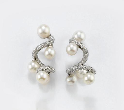 Paio Di Orecchini Pendenti In Oro Perle Coltivate E Diamanti