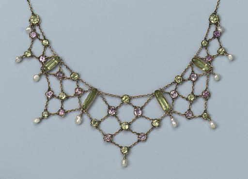 AN ANTIQUE PERIDOT AND PINK TOPAZ NECKLACE