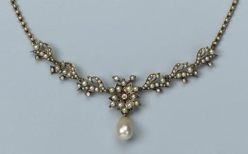 AN ANTIQUE HALFPEARL NECKLACE