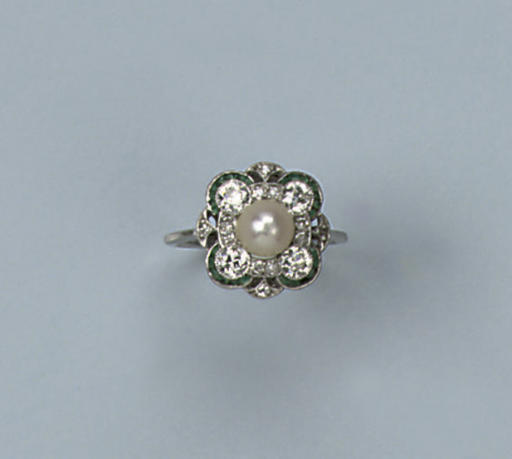 AN ART DECO PEARL EMERALD AND DIAMOND RING