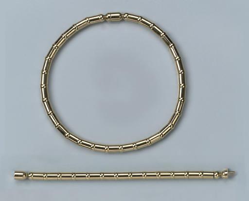 A TUBULAR GOLD NECKLACE/BRACEL