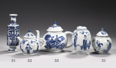 Four blue and white small vase