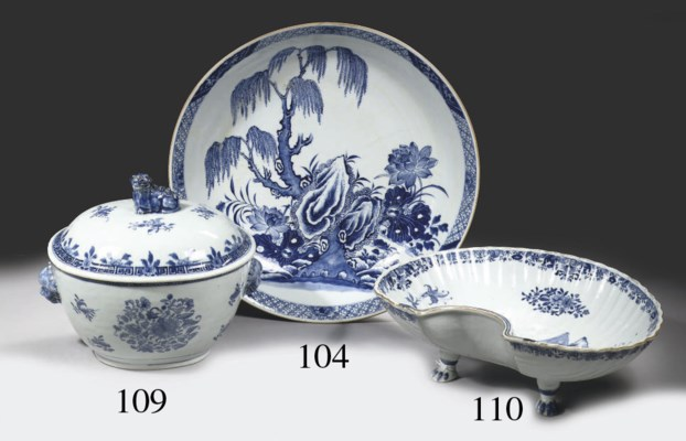 A blue and white tureen and ma