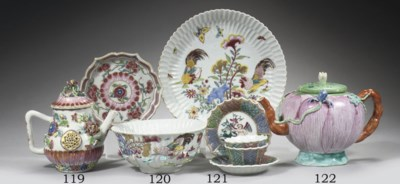 A famille rose 'cockerel' bowl