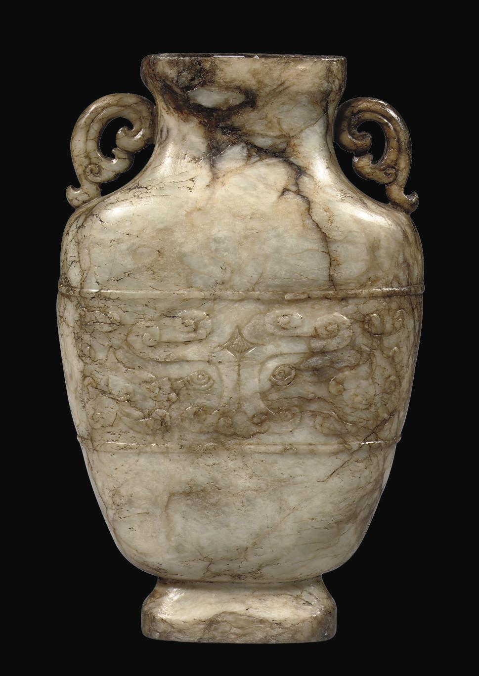 An archaistic jade vase