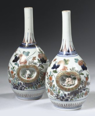 A pair of verte-Imari bottle v